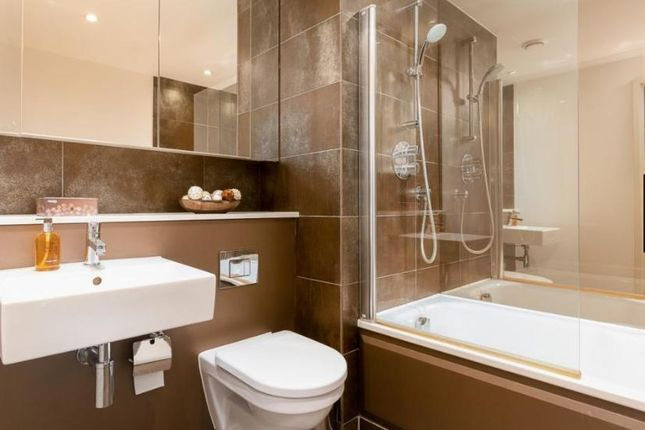 Thumbnail Flat to rent in Landmark Building, East Tower, Canary Wharf, Westferry Circus, Canary Riverside, London, London