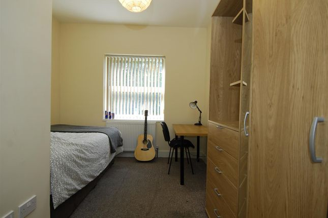 4 bed flat to rent in Lisson Grove, Mutley, Plymouth PL4