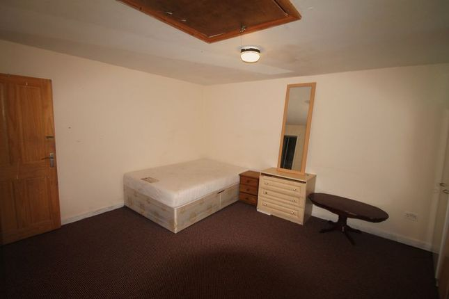 Thumbnail Flat to rent in Beaumont Road, Slough