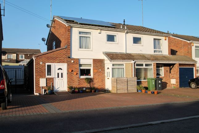 Semi-detached house in  Derwent Grove  Alfreton D Hackney