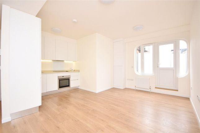 Thumbnail Flat to rent in East Barnet Road, Barnet, Hertfordshire
