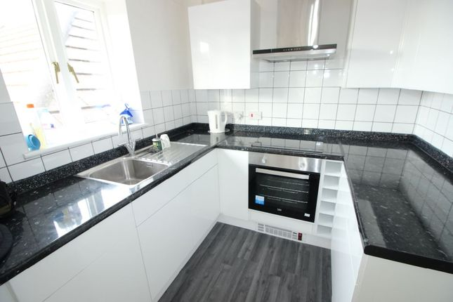 Thumbnail Flat to rent in Clockhouse Road, Farnborough