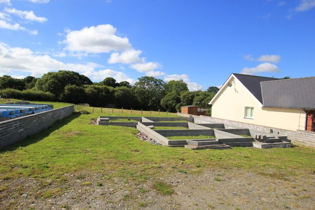 3 bed detached house for sale in Saron Road, Pentrecwrt, Llandysul, Carmarthenshire