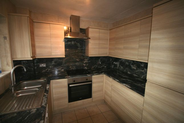 2 bed flat to rent in Burwood Court, Goldlay Avenue, Chelmsford