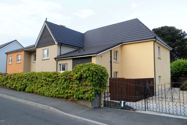 2 bed flat to rent in Coed Y Neuadd, Bronwydd Road, Carmarthen