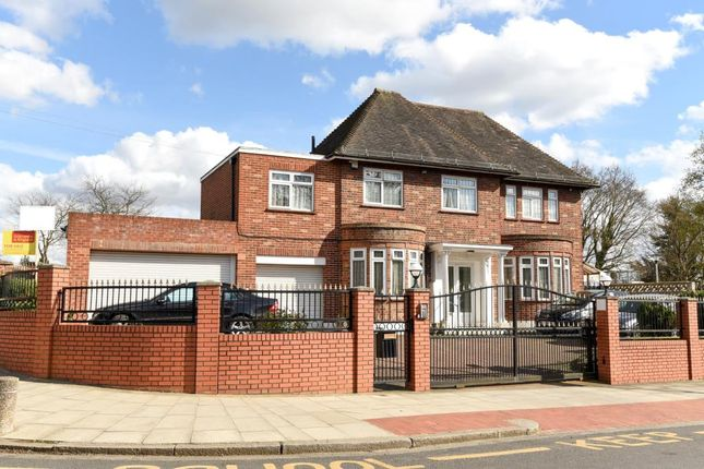 Thumbnail Detached house for sale in Chalgrove Gardens, Finchley N3,