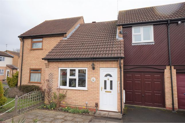 Thumbnail Terraced house for sale in Clover Close, Stratford-Upon-Avon