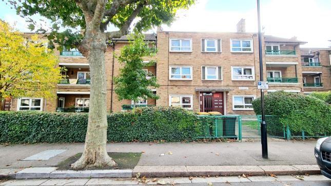 2 bed flat for sale in Elsenham Road, London E12