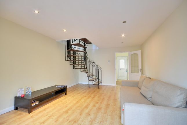 Thumbnail Terraced house to rent in Lees Road, Hillingdon, Middlesex