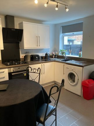 2 bed property to rent in Severn Street, Hull HU8