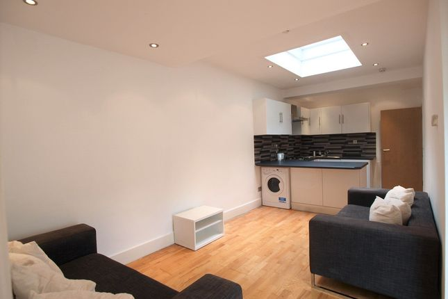 Thumbnail Flat to rent in Fairbridge Road, Archway