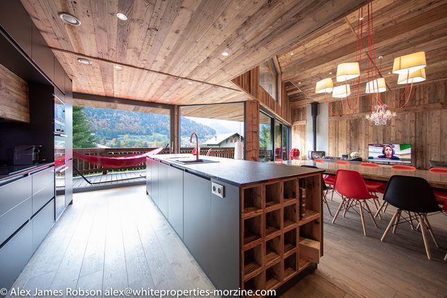 Chalet for sale in Route De Morzine, 74110 Montriond, Haute-Savoie, Rhône-Alpes, France