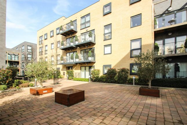 2 bed flat to rent in Victoria Court, Stanmore