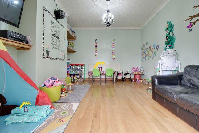 Second Room of Albert Villas, Coulman Street DN8