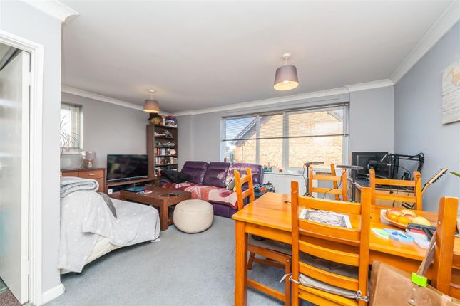 2 bed flat for sale in London Road, Burgess Hill RH15