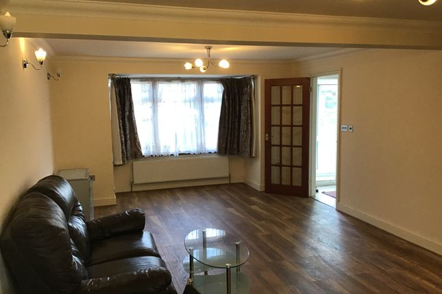 4 bed end terrace house to rent in Fullwell Avenue, Ilford IG5
