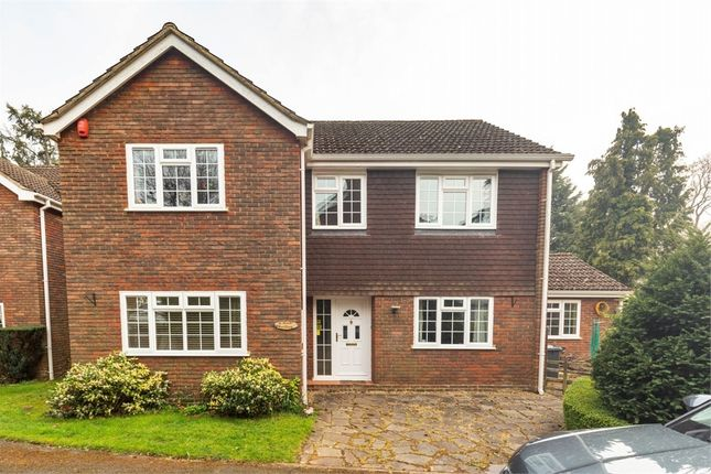 Thumbnail Detached house for sale in Robinswood Close, Leighton Buzzard, Bedfordshire