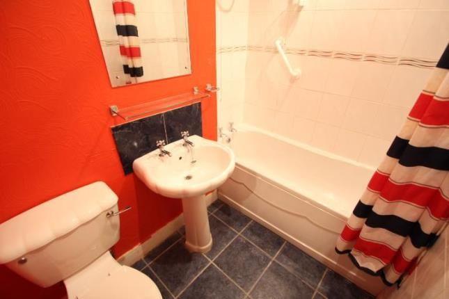 Bathroom of Lylesland Court, Paisley, Renfrewshire PA2
