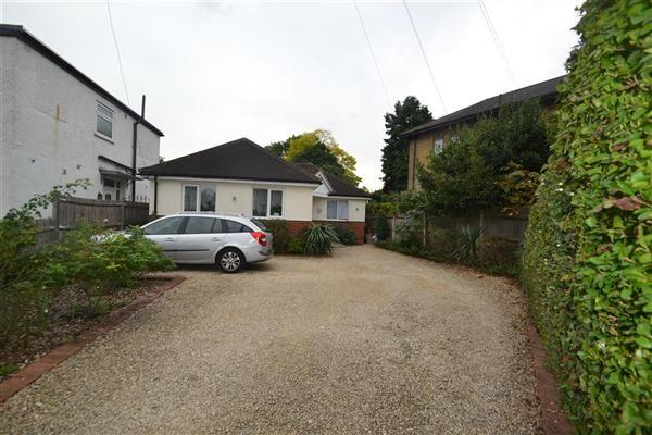 Bungalow for sale in Oaks Avenue, Feltham