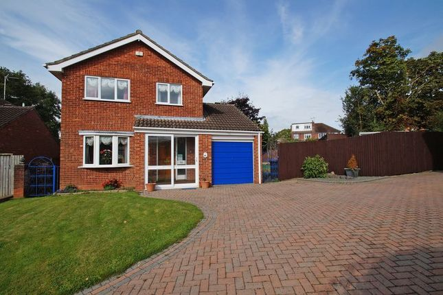 Thumbnail Detached house for sale in Chandlers Close, Redditch