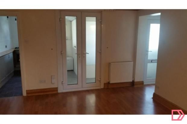 1 bed flat to rent in Warwick Place, Summer Road, Thames Ditton, Surrey KT7