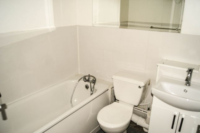Thumbnail Flat to rent in Burnham Close, London