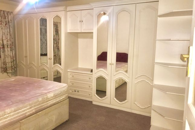 Thumbnail Terraced house to rent in Clifford Road, Hounslow