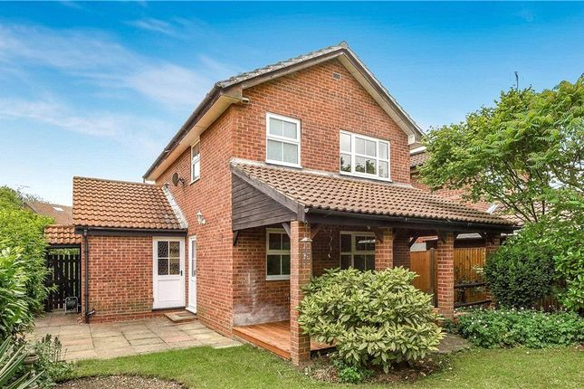 Kingsford close woodley reading rg5 3 bedroom detached house for sale 44110040 primelocation for 3 bedroom houses to buy in reading