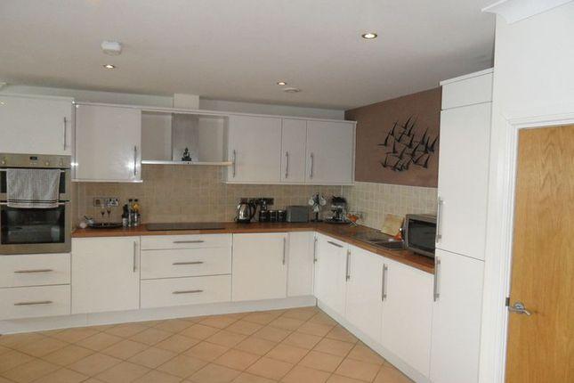 Thumbnail Flat for sale in 9, Doc Fictoria, Caernarfon