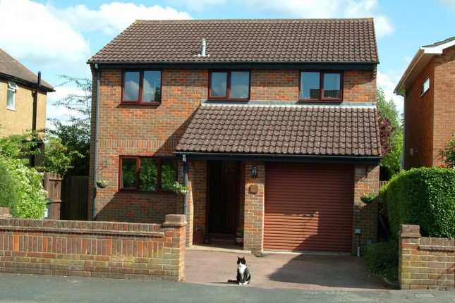 Thumbnail Detached house to rent in Highfield Road, Tring, Hertfordshire
