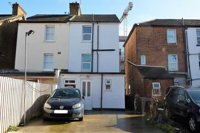 Thumbnail Flat to rent in Stoke Road, Slough