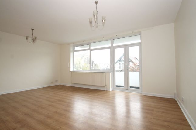 3 bed flat to rent in Hermon Hill, South Woodford E18
