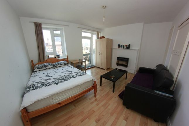 Thumbnail Shared accommodation to rent in Pinchin Street, London