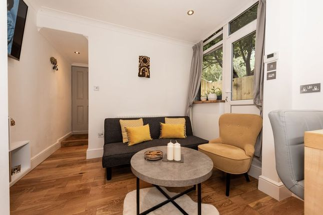 Photo 14 of Russell Rise, Luton LU1