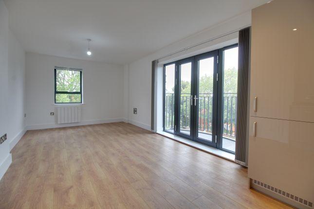 Thumbnail Flat to rent in GU11