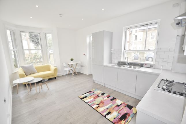 Thumbnail Flat to rent in Acton Lane, Chiswick