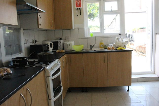 Thumbnail Terraced house for sale in Lincoln Way, Enfield