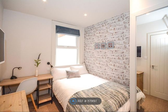 Room to rent in Field Road, Reading RG1