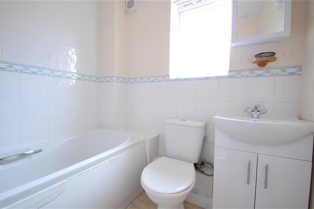 Bathroom of Angelica Way, Whiteley, Fareham PO15