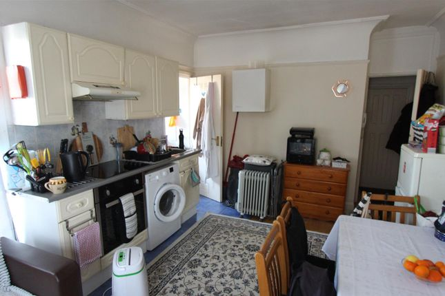 1 bed flat to rent in Green Lanes, Palmers Green N13