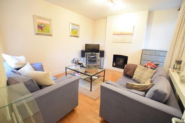 Thumbnail Flat to rent in Renfrew Road, London