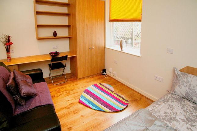 Thumbnail Studio to rent in Flat 2, 9 Brookfield Road, Headingley
