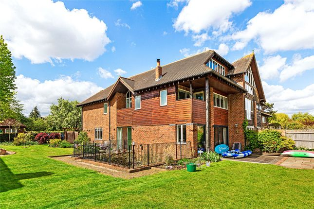 Thumbnail Detached house to rent in Ducks Walk, Twickenham, Middlesex