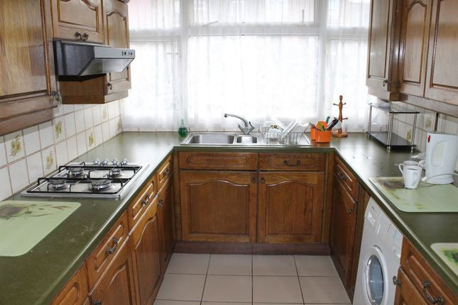 2 bed flat to rent in Kingston Road, London