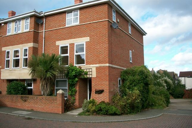 4 bed town house to rent in 4 Bed Townhouse, Gun Tower Mews, Rochester ME1