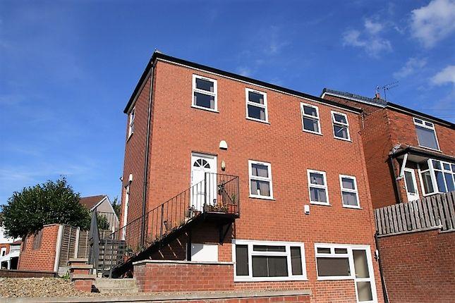 2 bed flat to rent in Bentley Parade, Meanwood, Leeds LS6