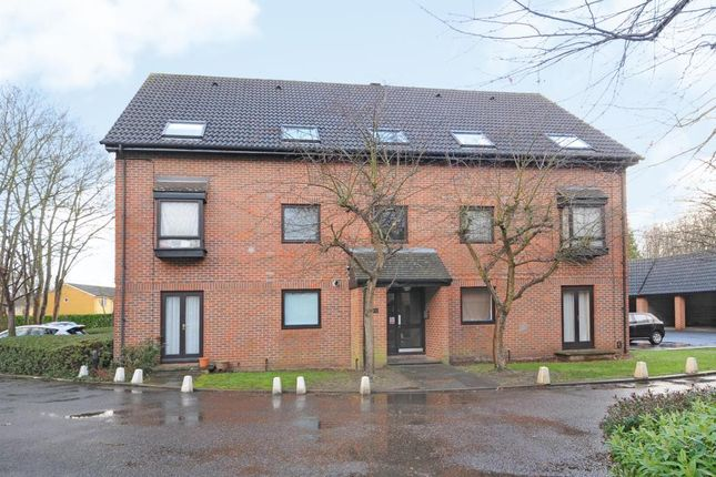 Studio for sale in The Oaks, Staines-Upon-Thames
