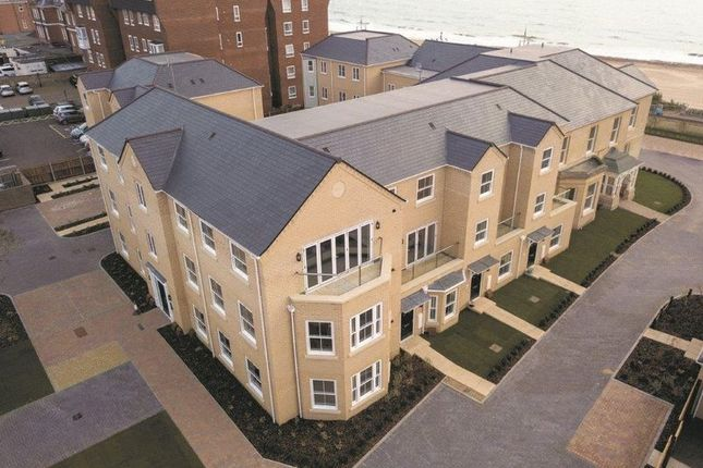 Flat for sale in Kirkley Cliff Road, Lowestoft