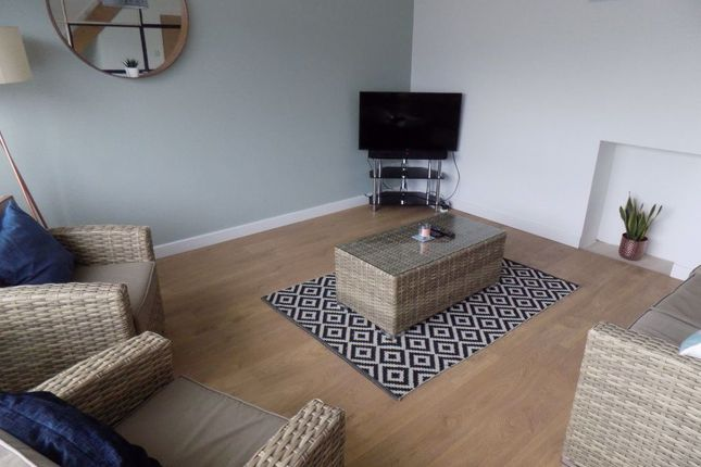 Thumbnail Property to rent in Pantydwr, Three Crosses, Swansea