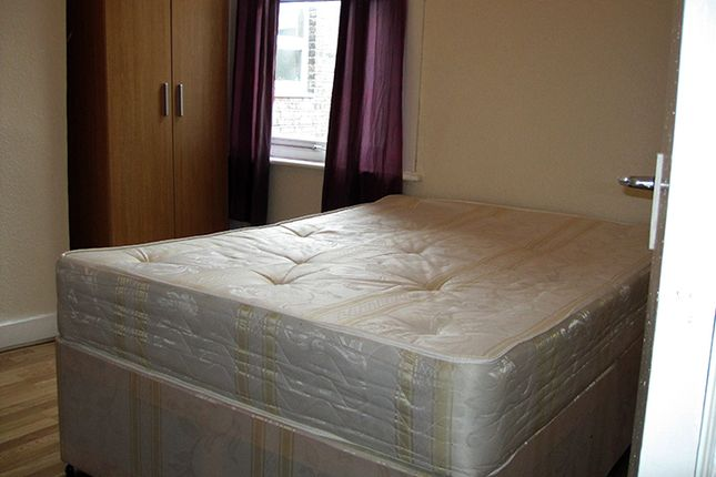 Flat to rent in Willingdon Road, Wood Green, London